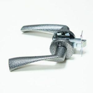 Ручка дверная Apiko раздельная серебряная
